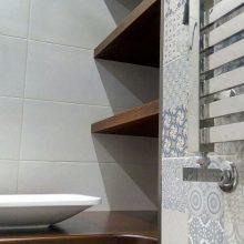 Делаем полки в ванную своими руками: процесс создания и декор