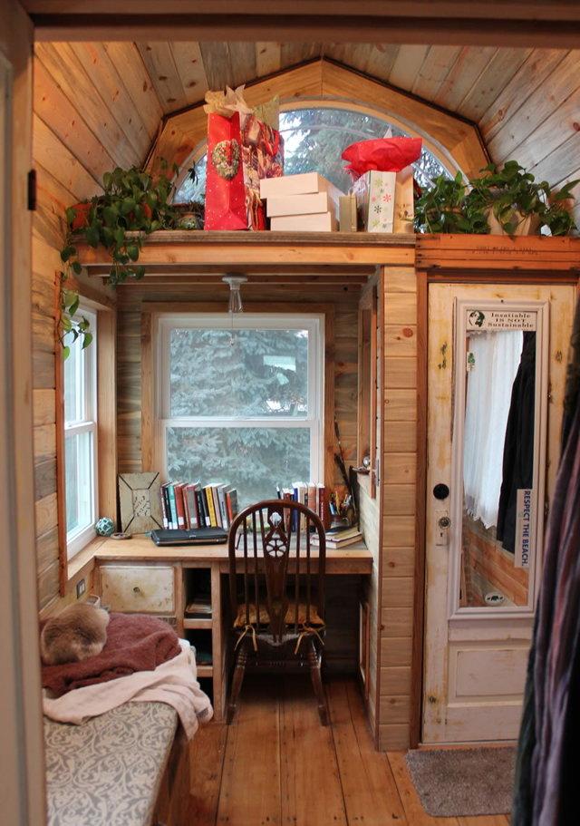 Стол подоконник: современные идеи и решения для любой комнаты