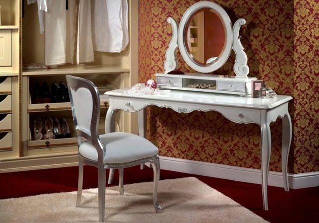 Столик для макияжа с зеркалом: правила выбора и идеи размещения