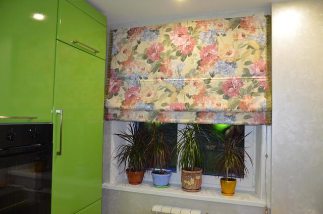 Римские шторы на кухню на пластиковое окно: примеры дизайна, фото