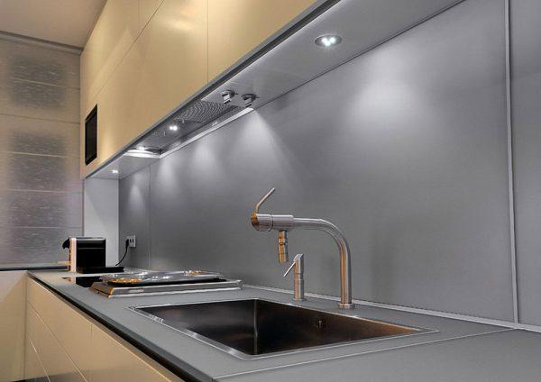 Подсветка кухонного гарнитура: особенности выбора и использования
