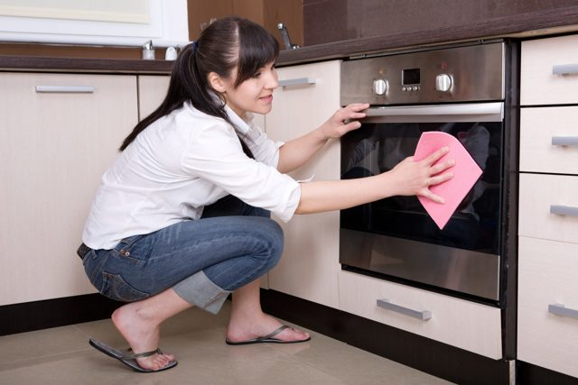 Уход за глянцевой кухонной мебелью: какие средства использовать