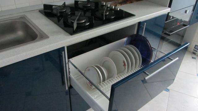 Сушилка для посуды, встроенная в кухонный шкаф: выбор и советы