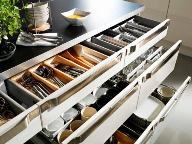 Правильно наполняем кухонные шкафы: функционально и практично