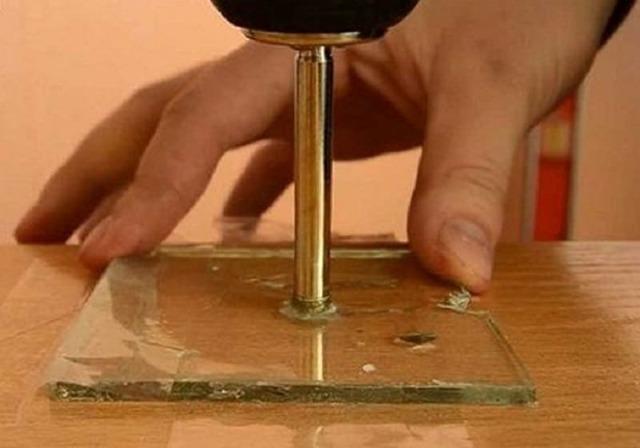 Как самому просверлить отверстие в зеркале в домашних условиях
