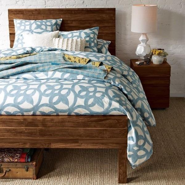 Дизайн светлой спальни с темной мебелью: Контрасты в интерьере