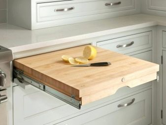 Интерьер небольшой кухни: используем практичный выдвижной стол