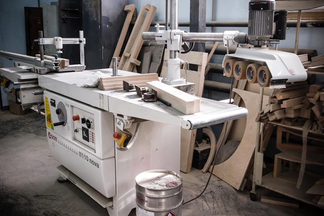 Мебель из массива дерева: конструкции, материалы и техники