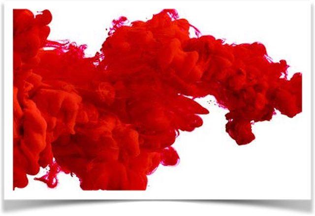 Пятна крови на матрасе: какие средства лучше использовать?