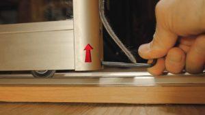 Регулировка дверей шкафа-купе: основные неполадки