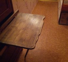 Откидной стол: преимущества и недостатки применения в интерьере